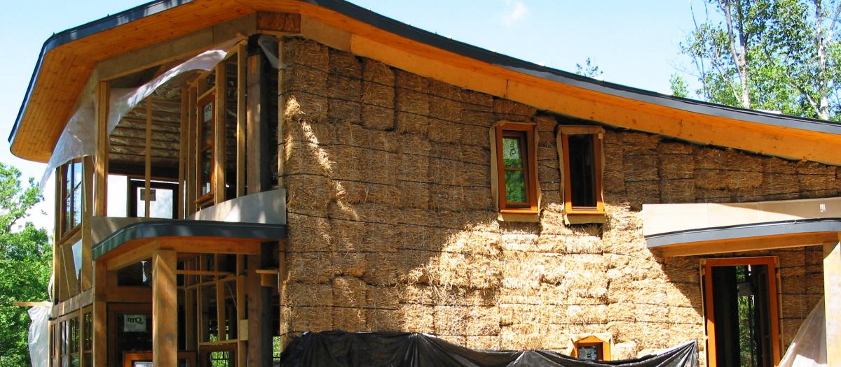 slamený dom - dom zo slamy 02